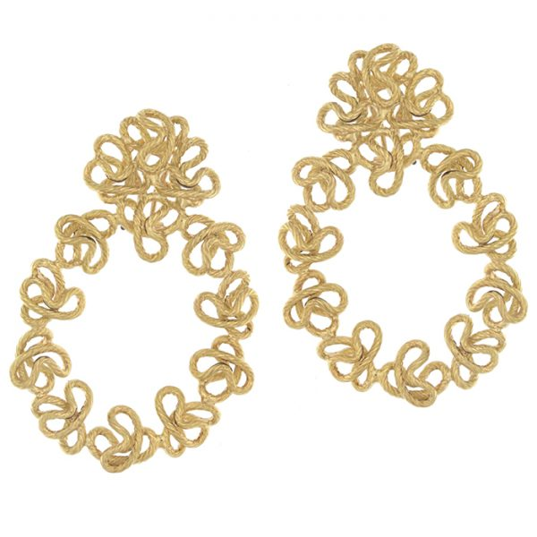 Drop earrings in yellow gold