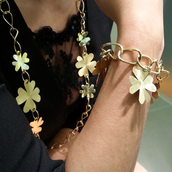 Long necklace and bracelet in yellow gold